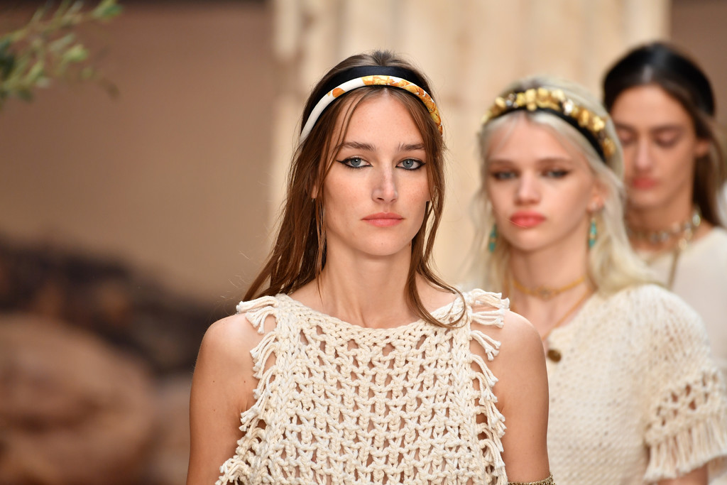 Chanel Cruise 20172018 Collection Runway 3